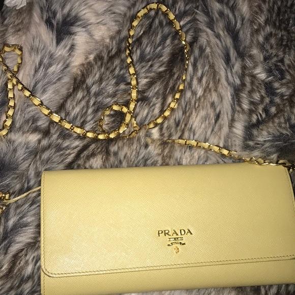 137956242540c Prada - Saffiano leather chain wallet. M 5b331075a31c3378ab11ae17